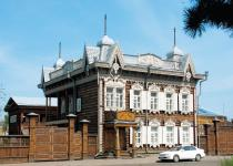 House of Europe - the most beautiful wooden house of the city with rich carving